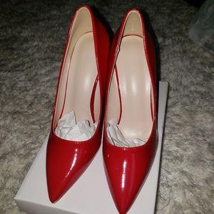 Red court shoes/pumps